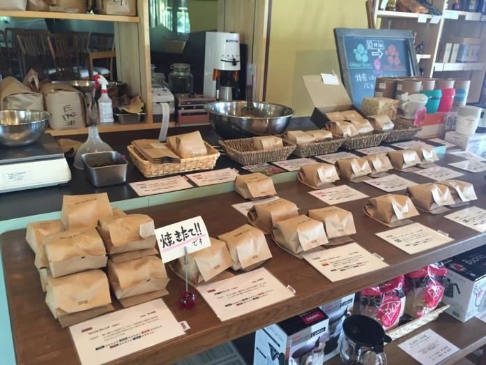 綺麗に並べられた焙煎したての珈琲豆