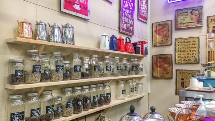 瓶で並べられた珈琲豆