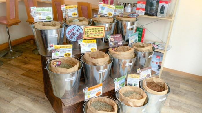 所狭しと並ぶ生豆