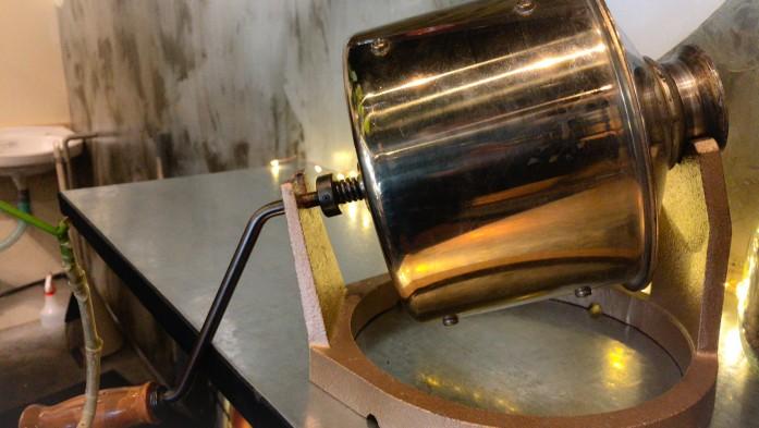 小型の直火式焙煎機
