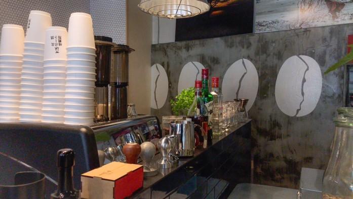 新鮮なコーヒーから出る豊潤な香りが、とてもよく似合う空間。