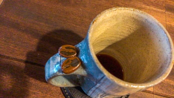 飲み干しかけのカップ