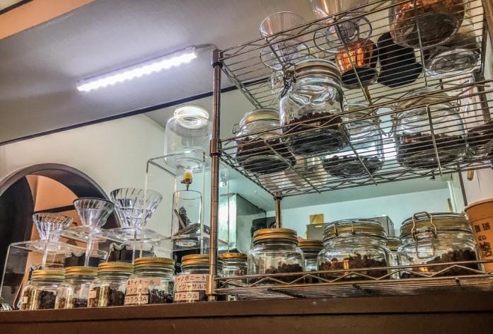 瓶詰めされた焙煎珈琲豆