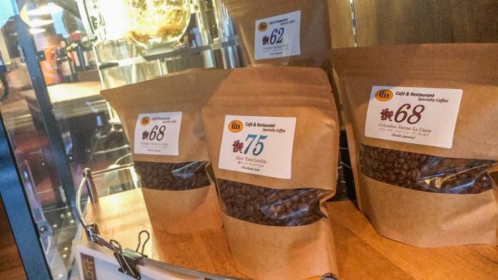 店内で焙煎された珈琲豆を販売