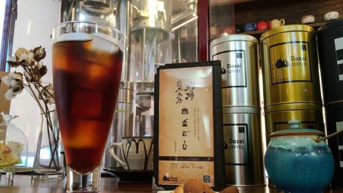 アイスコーヒーと焙煎機