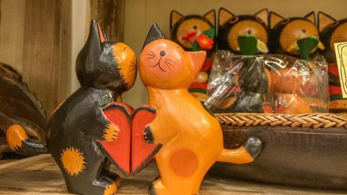 ラブリーな木彫りの猫