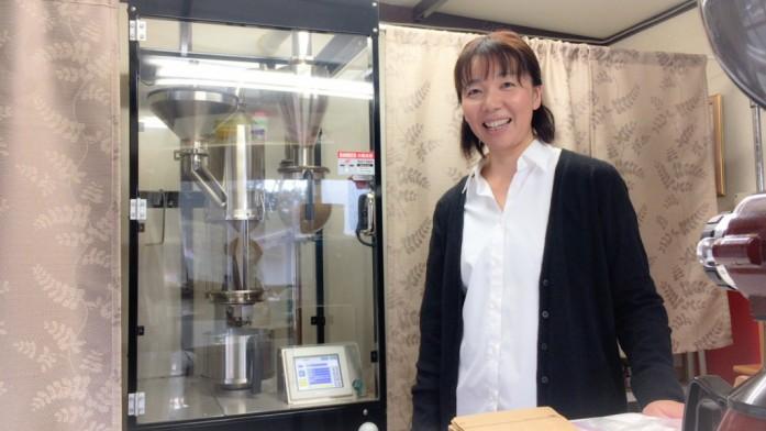 焙煎機と杉田さまの笑顔