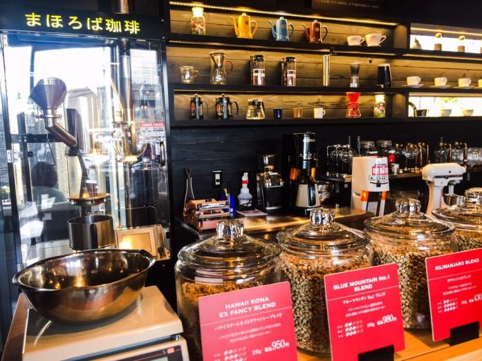 焙煎機と珈琲豆