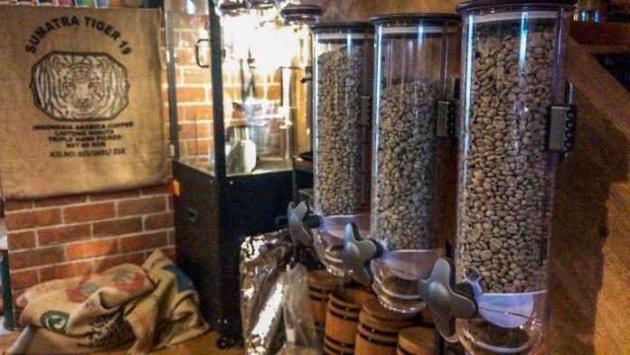 焙煎機と生豆