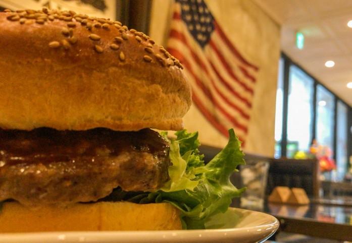大きなハンバーガー